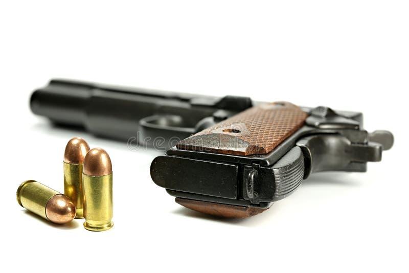 Σφαίρες με το ημιαυτόματο πυροβόλο όπλο στοκ φωτογραφίες