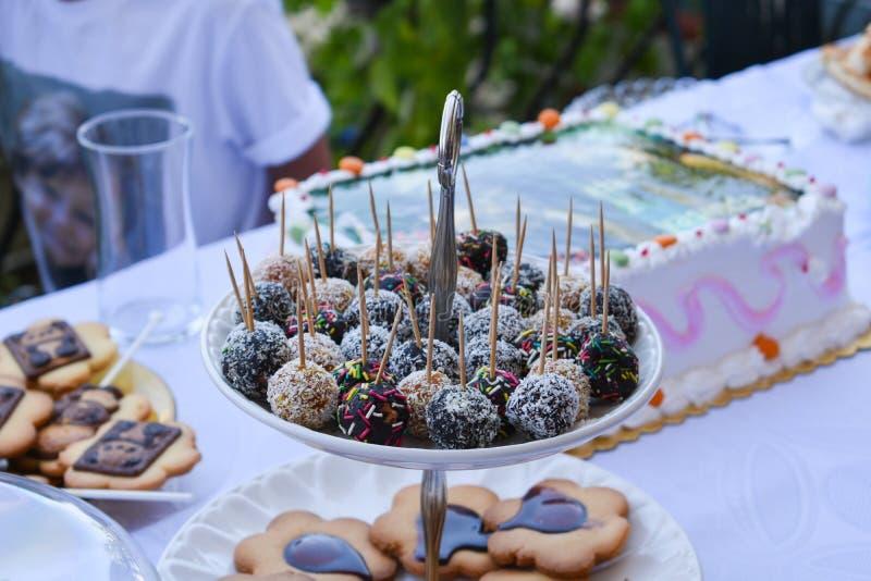 Σφαίρες σοκολάτας Τρόφιμα κόμματος στοκ εικόνα με δικαίωμα ελεύθερης χρήσης