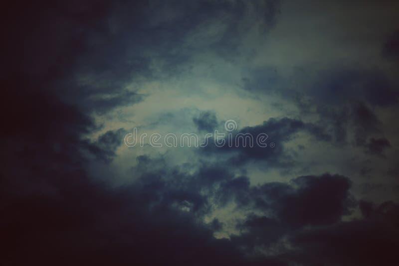 Σφαιρική θερμαίνοντας ρύπανση ουρανού, σκοτεινό σύννεφο για το αφηρημένο υπόβαθρο σύστασης στοκ φωτογραφίες με δικαίωμα ελεύθερης χρήσης