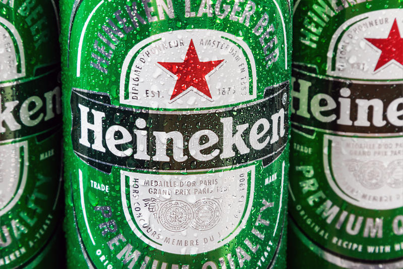 Σφαιρικό εμπορικό σήμα μπύρας της Heineken στοκ εικόνα με δικαίωμα ελεύθερης χρήσης