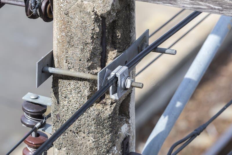 Σφιγκτήρας αναστολής καλωδίων στην παλαιά θέση ηλεκτρικής ενέργειας στοκ φωτογραφία με δικαίωμα ελεύθερης χρήσης