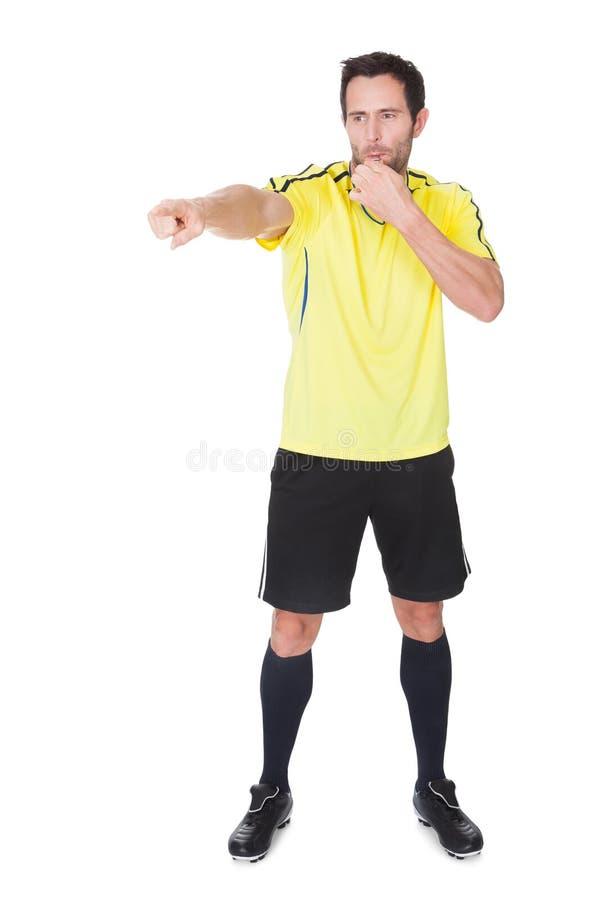 Σφύριγμα δικαστών ποδοσφαίρου στοκ φωτογραφία