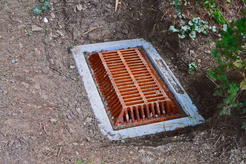 Σχάρα αγωγών για την απορροή νερού στοκ φωτογραφίες με δικαίωμα ελεύθερης χρήσης