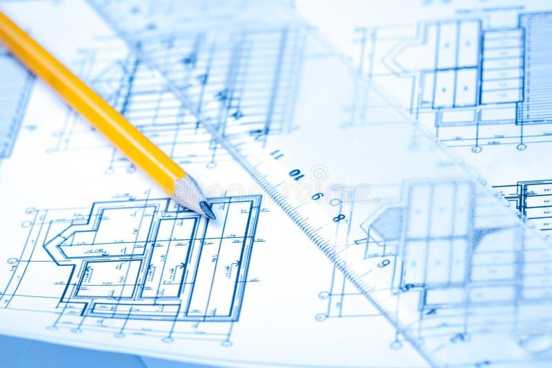 Σχέδια εφαρμοσμένης μηχανικής και αρχιτεκτονικής με το μολύβι στοκ εικόνα