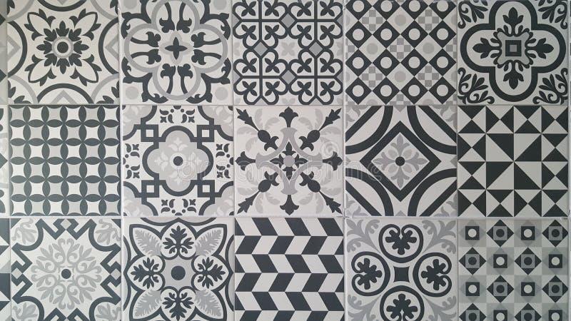 Σχέδια κεραμιδιών στα άσπρα και μαύρα γκρίζα χρώματα στοκ φωτογραφία με δικαίωμα ελεύθερης χρήσης