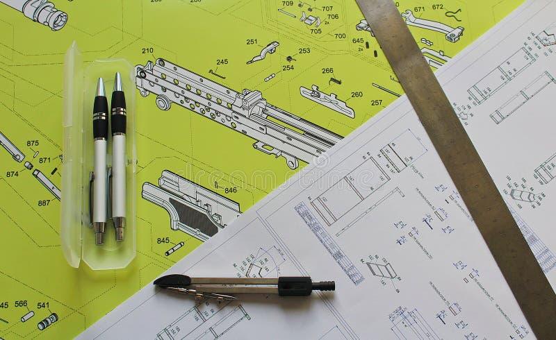 Σχέδιο με το μολύβι δύο, τις πυξίδες και τον κανόνα χάλυβα στοκ εικόνες