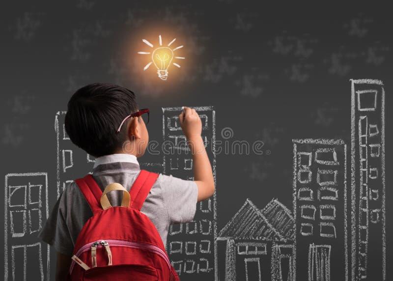 Σχέδιο σπουδαστών παιδιών δημοτικών σχολείων doodle με τη φαντασία του παιδιού για εθνικό πίσω στο σχολικό μήνα, έννοια εκπαίδευσ στοκ φωτογραφία με δικαίωμα ελεύθερης χρήσης