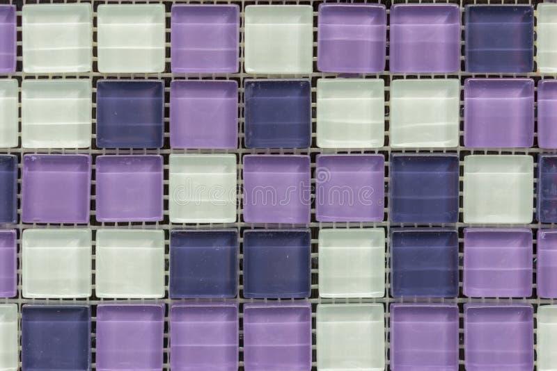 σχέδιο υποβάθρου σχεδίου μωσαϊκών κεραμιδιών αφηρημένες πορφυρές τετραγωνικές υπόβαθρο και σύσταση τοίχων μωσαϊκών εικονοκυττάρου στοκ εικόνες