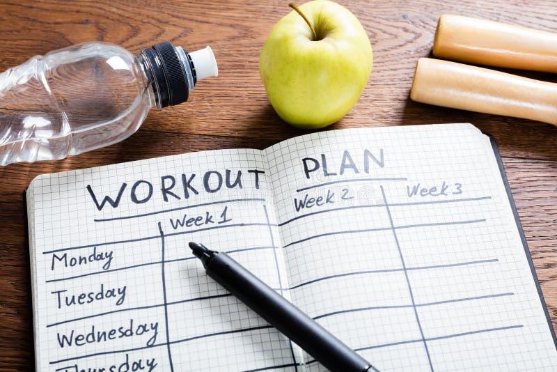Σχέδιο Workout στο σημειωματάριο στοκ εικόνες με δικαίωμα ελεύθερης χρήσης
