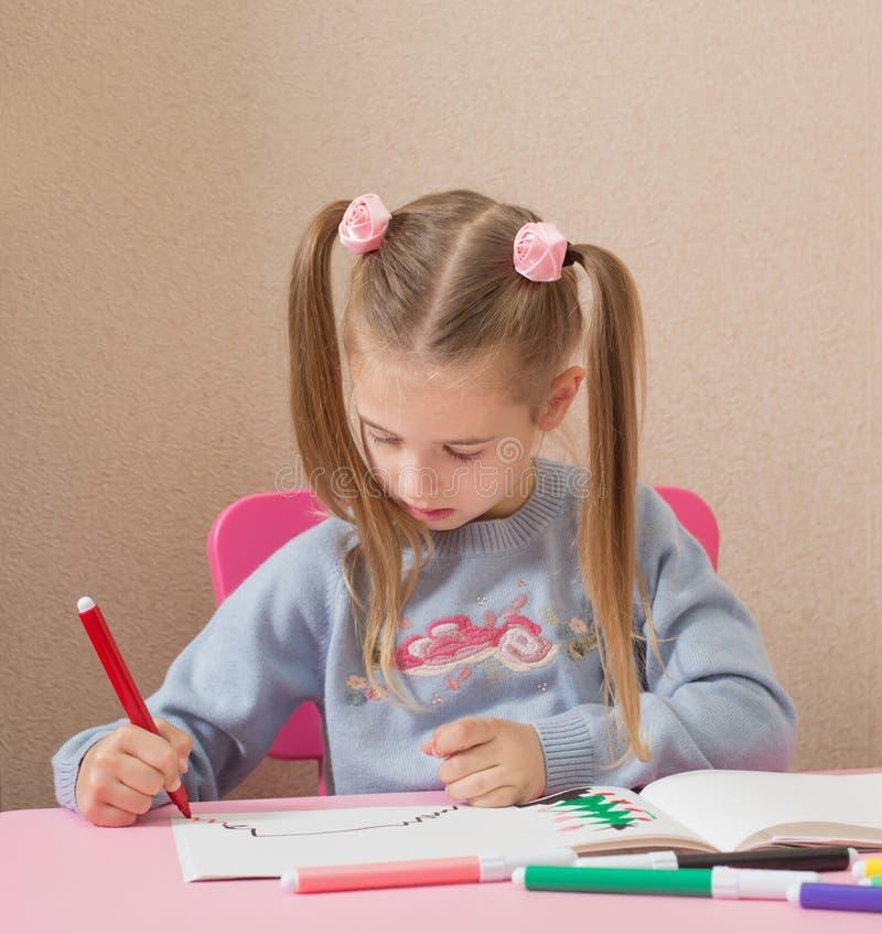 Σχέδιο κοριτσιών στο σπίτι στοκ φωτογραφίες με δικαίωμα ελεύθερης χρήσης