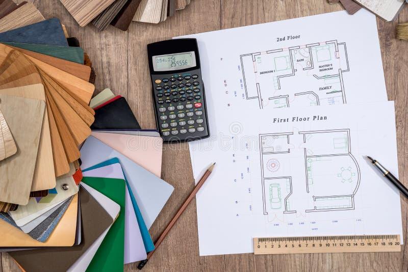 Σχέδιο σπιτιών με μια επιλογή ξύλινου στοκ φωτογραφίες με δικαίωμα ελεύθερης χρήσης
