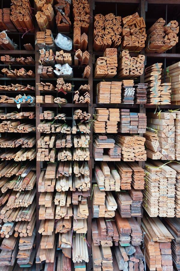 Σχήματα ξυλείας για τον ταϊλανδικό κατασκευαστή γραφείων στοκ φωτογραφία με δικαίωμα ελεύθερης χρήσης