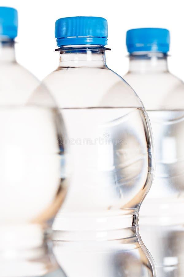 Σχήμα πορτρέτου μπουκαλιών μπουκαλιών νερό που απομονώνεται στο λευκό στοκ φωτογραφία με δικαίωμα ελεύθερης χρήσης