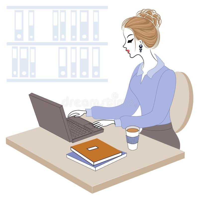 Σχεδιάγραμμα μιας γλυκιάς κυρίας Το νέο κορίτσι στην εργασία στο γραφείο κάθεται σε έναν πίνακα και εργάζεται στον υπολογιστή r ελεύθερη απεικόνιση δικαιώματος