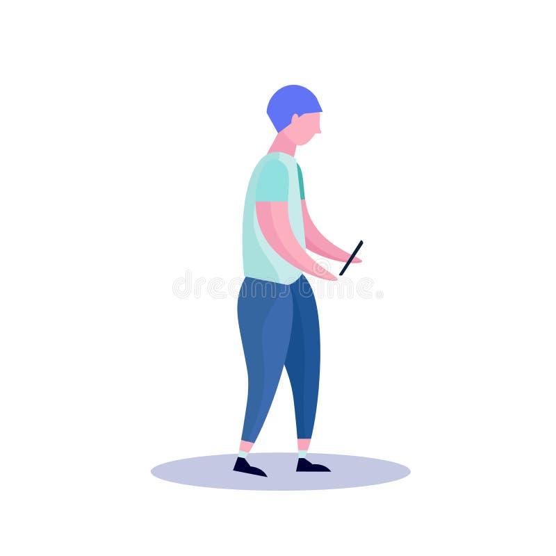 Σχεδιάγραμμα νεαρών άνδρων που απομονώνεται χρησιμοποιώντας smartphone το αρσενικό επίπεδο μήκους χαρακτήρα κινουμένων σχεδίων πλ διανυσματική απεικόνιση