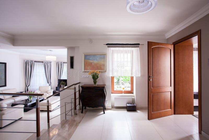 Σχεδιασμένο εσωτερικό στην κατοικία πολυτέλειας στοκ φωτογραφίες