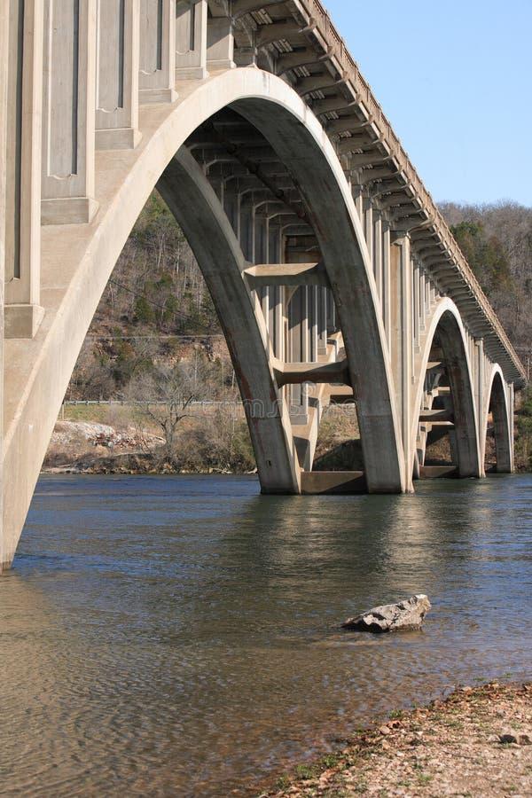 σχηματισμένη αψίδα γέφυρα στοκ φωτογραφίες με δικαίωμα ελεύθερης χρήσης