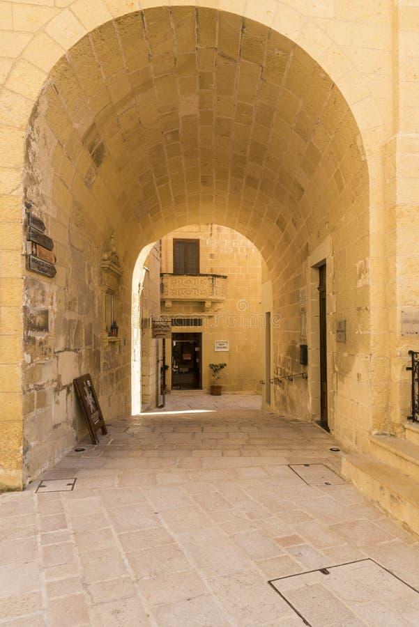 Σχηματισμένη αψίδα μετάβαση στην ακρόπολη Βικτώρια Gozo στοκ εικόνα με δικαίωμα ελεύθερης χρήσης