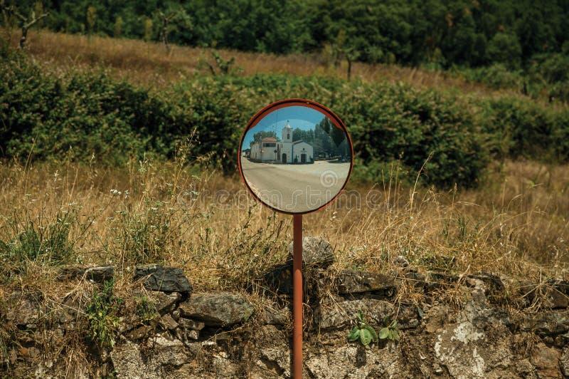 Σχηματισμένη αψίδα πύλη στον εξωτερικό τοίχο πετρών Marvao στοκ φωτογραφία με δικαίωμα ελεύθερης χρήσης