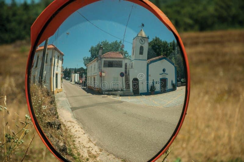Σχηματισμένη αψίδα πύλη στον εξωτερικό τοίχο πετρών Marvao στοκ φωτογραφία