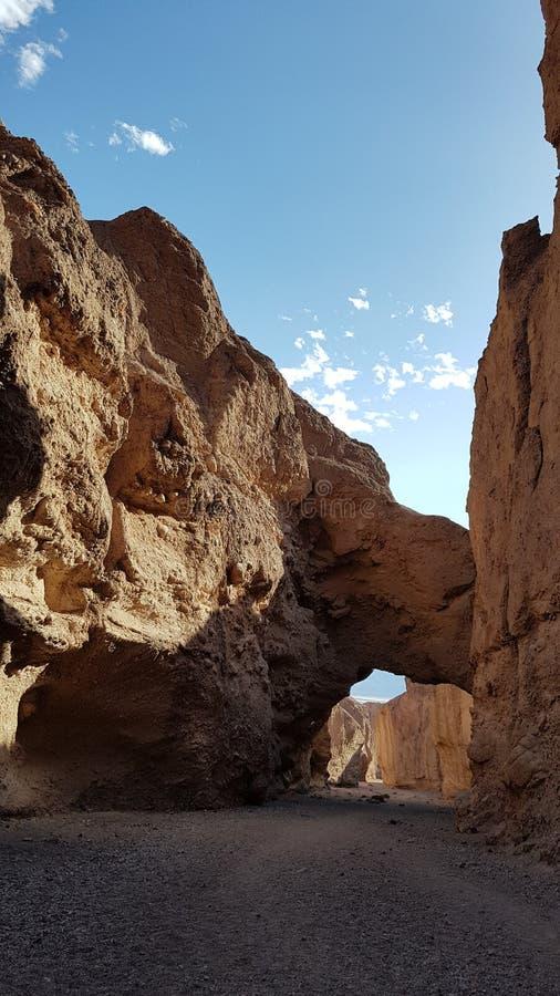 Σχηματισμένος αψίδα βράχος στην κοιλάδα θανάτου στοκ εικόνες