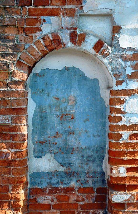 σχηματισμένο αψίδα παράθυ&rho στοκ φωτογραφία με δικαίωμα ελεύθερης χρήσης