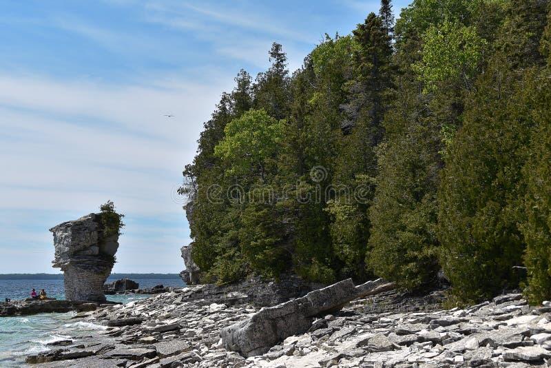 Σχηματισμοί βράχου στην ακτή στοκ φωτογραφίες με δικαίωμα ελεύθερης χρήσης