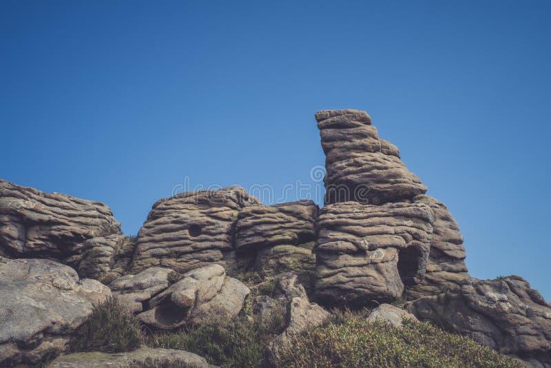 Σχηματισμοί βράχου στην κοιλάδα ελπίδας στο μέγιστο εθνικό πάρκο περιοχής, Derbyshire στοκ φωτογραφία