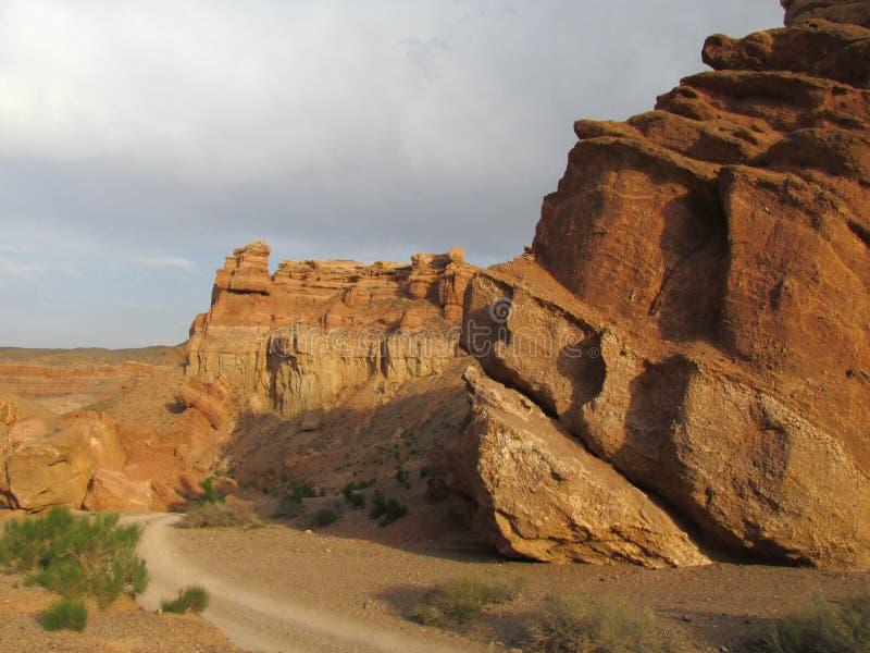 Σχηματισμοί βράχου στο εθνικό πάρκο Charyn φαραγγιών (Sharyn) στοκ εικόνα με δικαίωμα ελεύθερης χρήσης