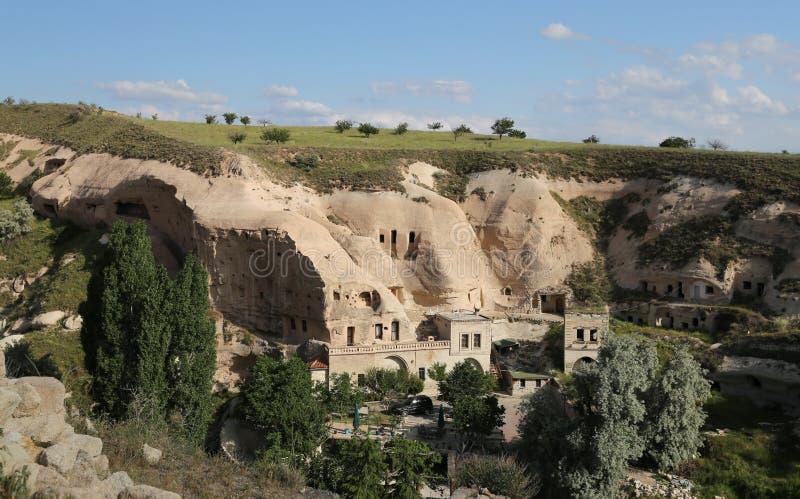 Σχηματισμοί βράχου στο χωριό Cavusin, Cappadocia στοκ εικόνες