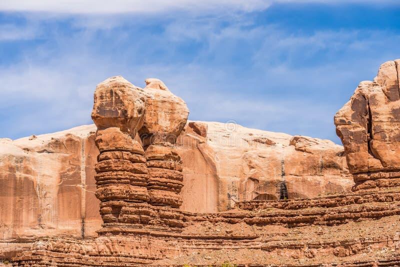 Σχηματισμοί βράχου Hoodoo στα βουνά πάρκων στοκ φωτογραφίες με δικαίωμα ελεύθερης χρήσης