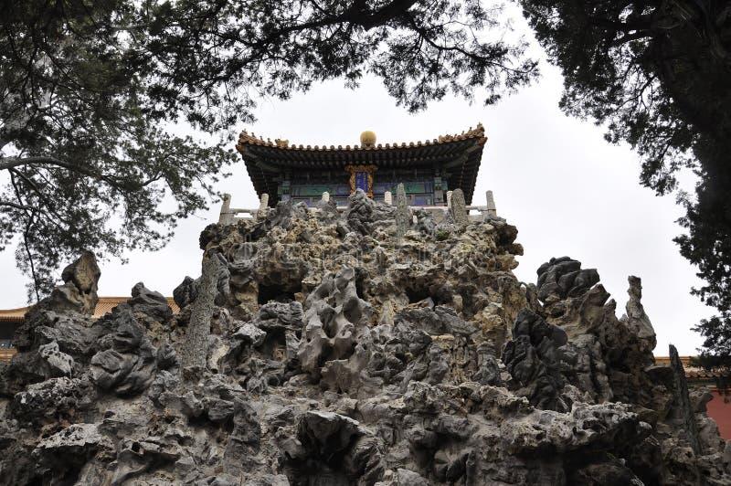 Σχηματισμοί βράχων στον αυτοκρατορικό κήπο από την απαγορευμένη πόλη από το Πεκίνο στοκ εικόνες με δικαίωμα ελεύθερης χρήσης