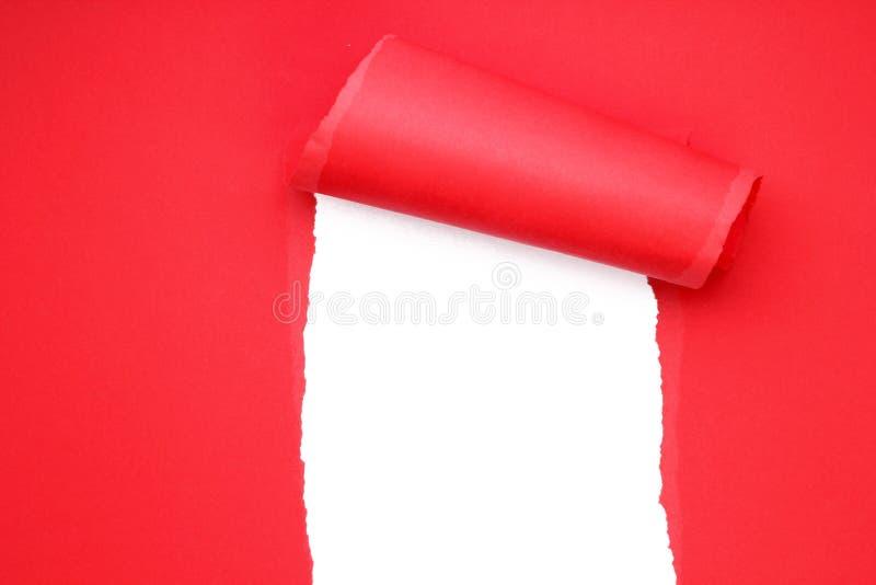 Σχισμένο κόκκινο έγγραφο στοκ φωτογραφίες με δικαίωμα ελεύθερης χρήσης