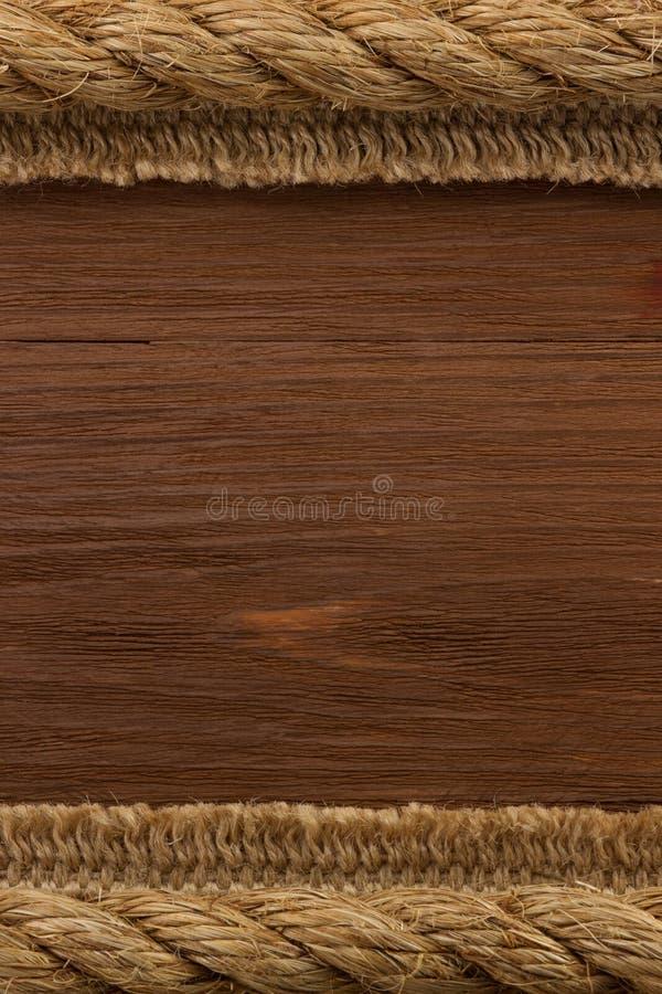 Σχοινί σκαφών στην ξύλινη σύσταση στοκ εικόνες