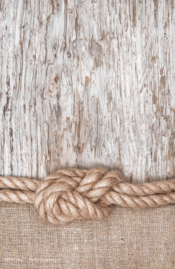 Σχοινί σκαφών, burlap και ξύλινο υπόβαθρο στοκ εικόνες