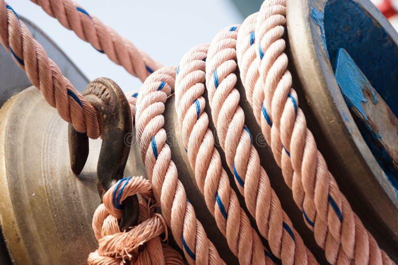 Σχοινί στο σκάφος στοκ φωτογραφία με δικαίωμα ελεύθερης χρήσης