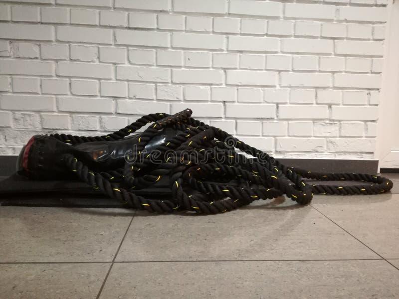 Σχοινί Crossfit στο πάτωμα στοκ φωτογραφίες με δικαίωμα ελεύθερης χρήσης