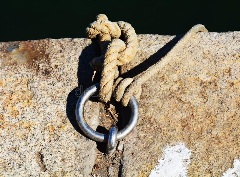 Σχοινιά και δαχτυλίδι για τα σκάφη στοκ φωτογραφίες