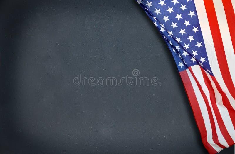 Σχολείο με τη σημαία στοκ φωτογραφία με δικαίωμα ελεύθερης χρήσης