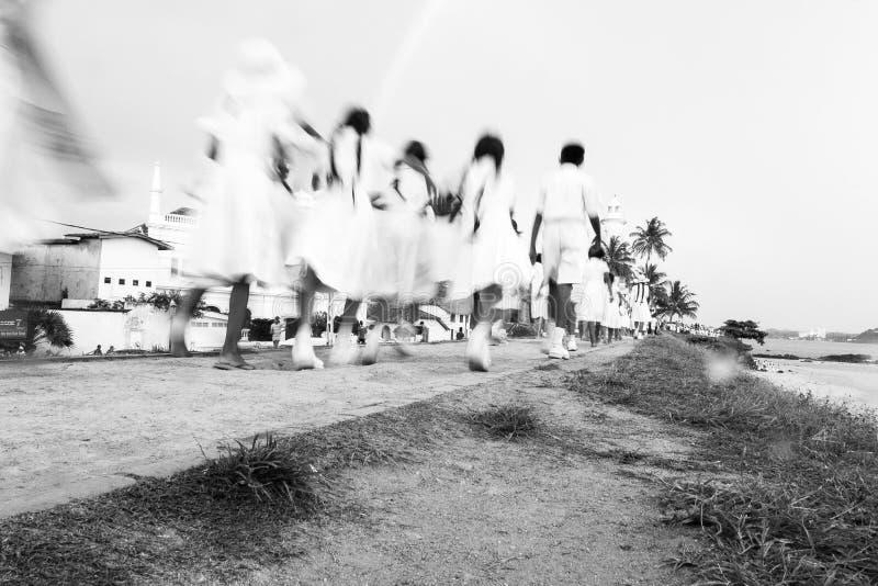 Σχολικοί σπουδαστές Lankan Sri στον περίπατο στο φάρο Galle, Galle, Σρι Λάνκα στοκ φωτογραφία με δικαίωμα ελεύθερης χρήσης