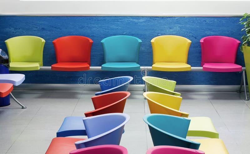 Σχολικές καρέκλες στοκ φωτογραφία με δικαίωμα ελεύθερης χρήσης