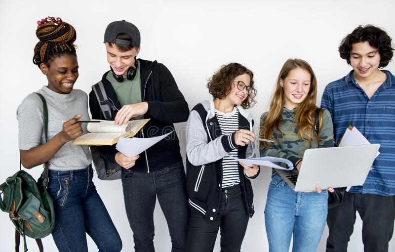 Σχολικοί ακαδημαϊκοί φίλοι εκπαίδευσης σπουδαστών στοκ εικόνα με δικαίωμα ελεύθερης χρήσης
