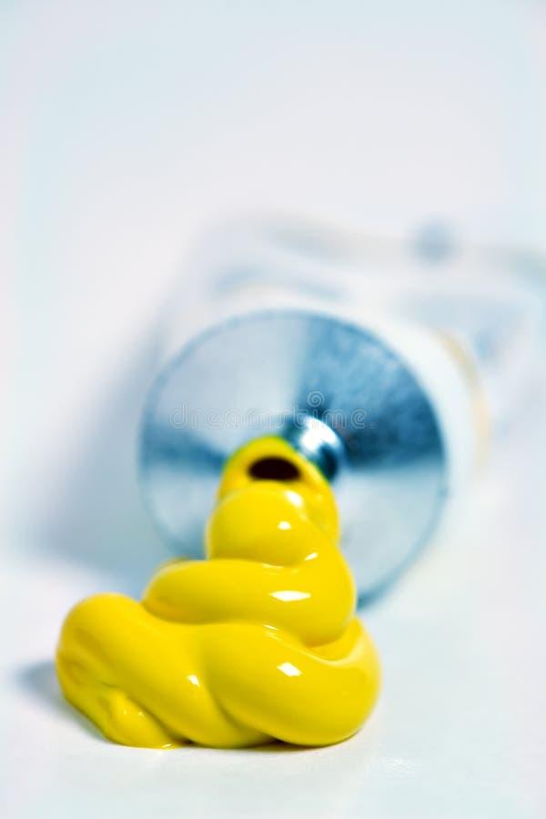 σωλήνας χρωμάτων κίτρινος στοκ εικόνα