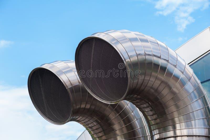 Σωλήνες ανοξείδωτου Αγωγοί ανταλλαγής αέρα, υπόγειο κατασκεύασμα στοκ εικόνες