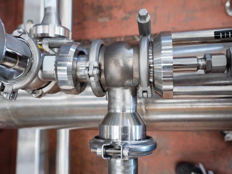 Σωλήνες και συνδέσεις ανοξείδωτου στοκ φωτογραφία με δικαίωμα ελεύθερης χρήσης