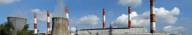 Σωλήνες του καίγοντας σταθμού παραγωγής ηλεκτρικού ρεύματος άνθρακα, πανόραμα στοκ εικόνα