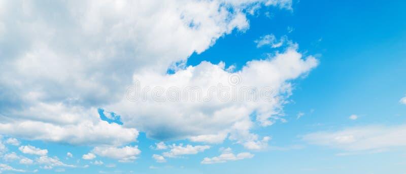 Σωρείτης και μπλε ουρανός στοκ φωτογραφία με δικαίωμα ελεύθερης χρήσης