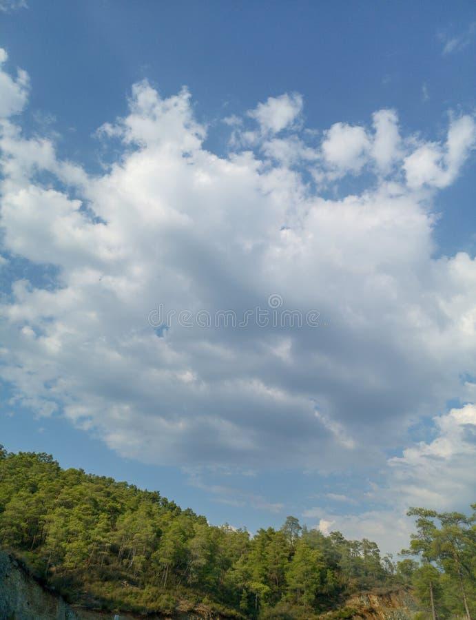 Σωρείτης σύννεφων από το ύψος της πτήσης αεροπλάνων, ο καιρός ατμόσφαιρας στοκ εικόνες
