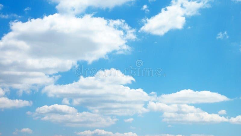 Σωρείτης cloudscape μπροστά από έναν σαφή μπλε ουρανό στοκ εικόνα με δικαίωμα ελεύθερης χρήσης