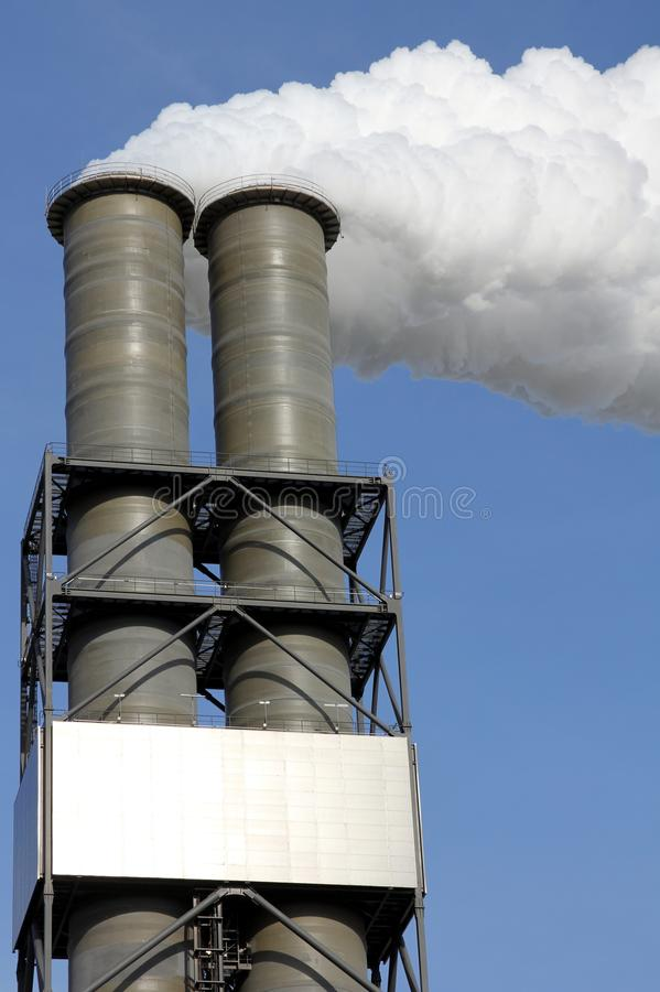 Σωροί καπνού εγκαταστάσεων παραγωγής ενέργειας στοκ εικόνες